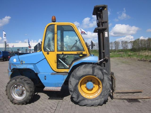 Manitou M30-4 ruw terrein heftruck diesel 3000 KG